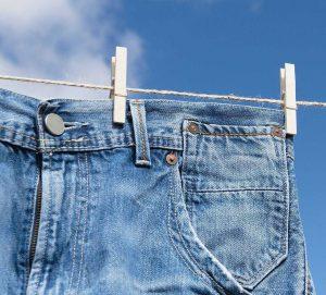 Cách phơi quần jean đúng cách